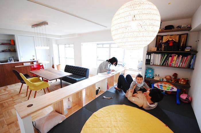 リビングに設置した小上がりの畳スペース
