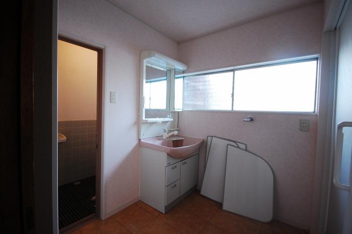 施工前の洗面室