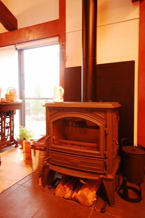 家全体を暖める薪ストーブ