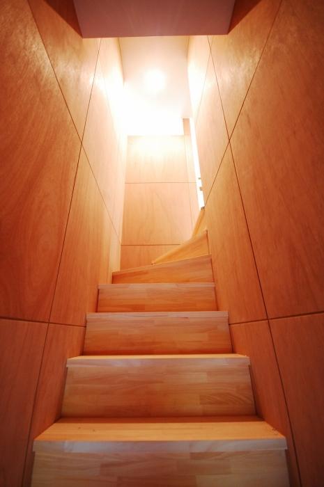 木目を活かした階段