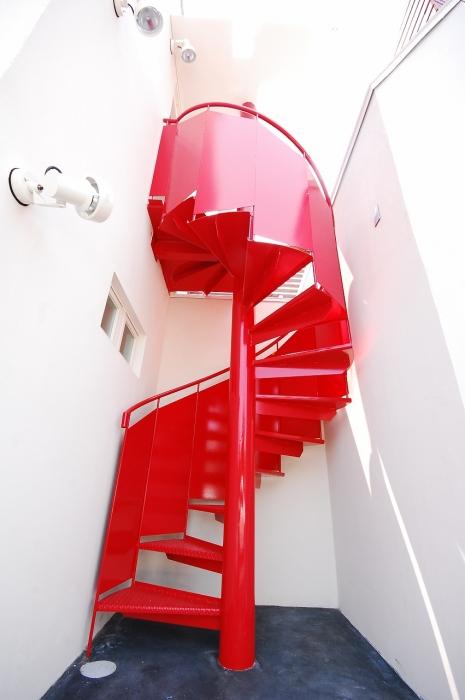 赤いらせん階段