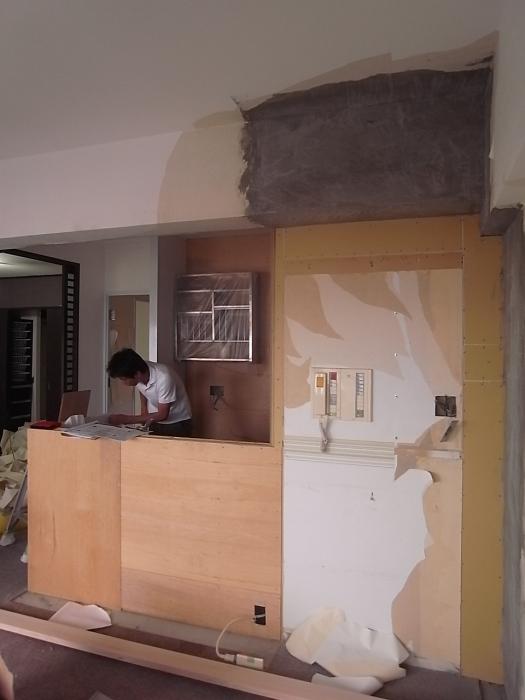 施工中のキッチン