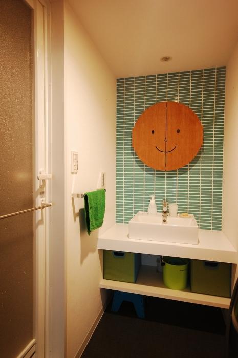かわいい顔の洗面鏡