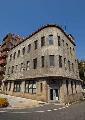 会場は築80年のレトロな建物です。
