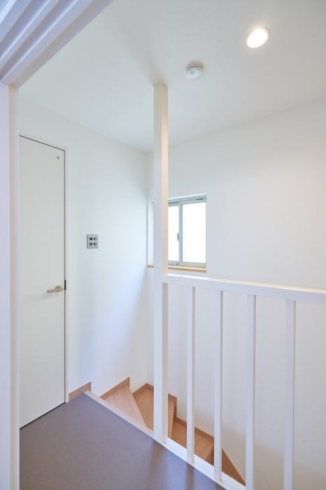 明るい廊下や階段付近