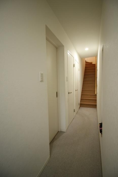 施工前の階段・廊下