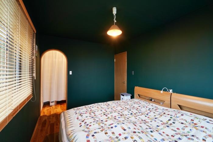 静かな森のような主寝室