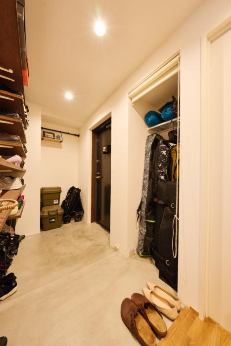 アウトドア用品の収納スペース